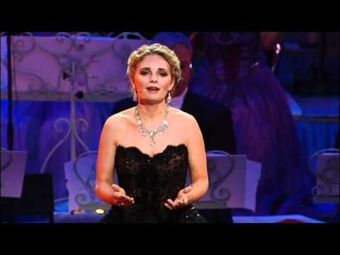 Don't Cry For Me Argentina sung by Suzan Erens New York...Evita closing 1/26/13.