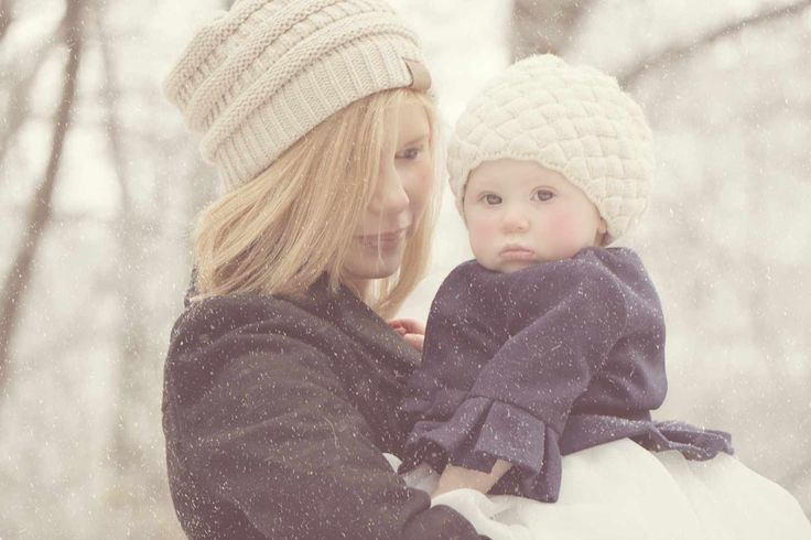 Mother and daughter winter photography.