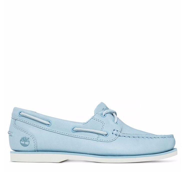 Réf : A1AR7 Laissez vous porter jusqu'à l'océan avec les Chaussures Bateau pour Femme Timberland Classic Boat Unlined en couleur bleu clair. Arborant une authenticité propre à la marque Timberland, ces Bateaux exposent des coutures fait-main. Ces Chaussures affichent un style soigné grâce au cuir qui la compose, qui est issu d'une tannerie écologique classée Argent par le LWG. Écologiste dans l'âme, la Classic Boat Unlined possède une semelle extérieure rainurée en caoutchouc recyclé.