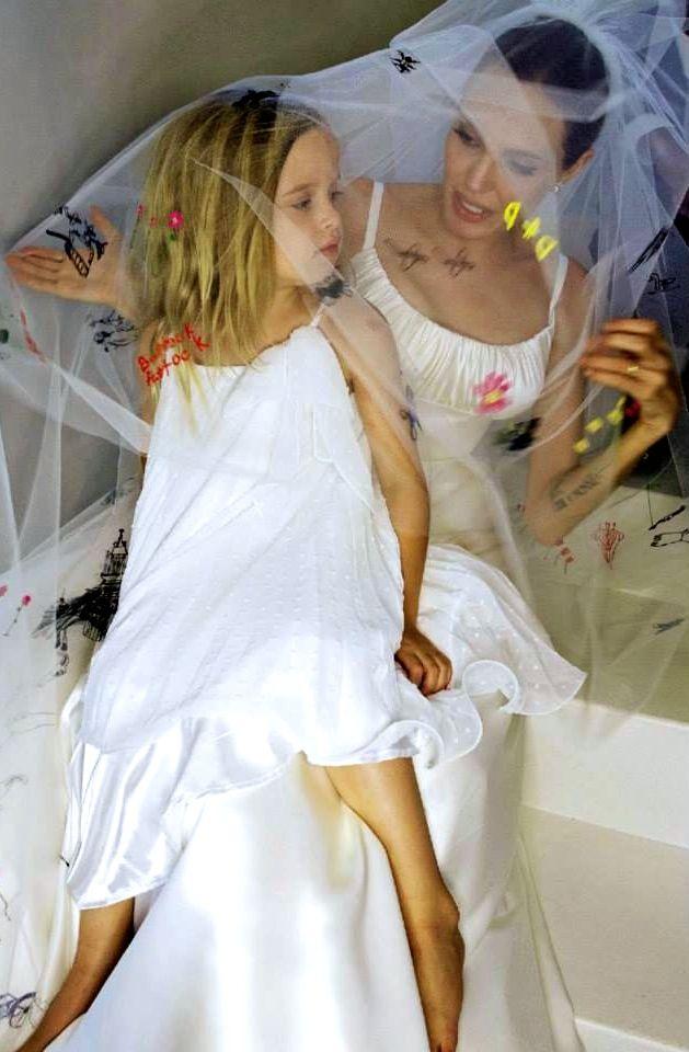Angelina Jolie & Vivienne. #Matrimonio Brad #Pitt e Angelina #Jolie