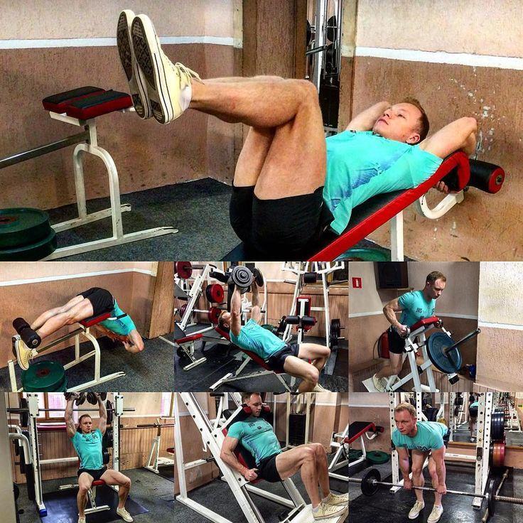 #фитнестренерминск #бодибилдингтренер #фитнесинструктор +375291530035   3. Третий день программы для начинающих спортсменов   Кардио + разминка. 10 минут   1. Пресс (нижняя часть). Подъемы ног на наклонной или горизонтальной скамье 3 сета по x15 повторений.   2. Низ спины (поясница). Гиперэкстензии 3x15.   3. Грудь (верхняя часть) Разведения гантелей в стороны 3x15.  http://bodysportal.com/blog/programma-v-trenazhernyj-zal-dlya-nachinayushchikh-sportsmenov