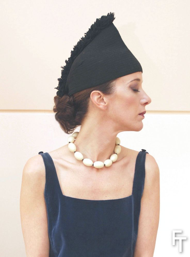 Christina de Labouchère wears the Schiaparelli/Elsa Triolet necklace and Schiaparelli knit hat, 1930/31.