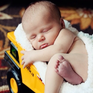 Cute picture for a baby boy!: Picture, Photoidea, Newborn Boys, Tonka Trucks, Newborn Photo, Baby Boys, Baby Photo, Photo Idea, Dump Trucks