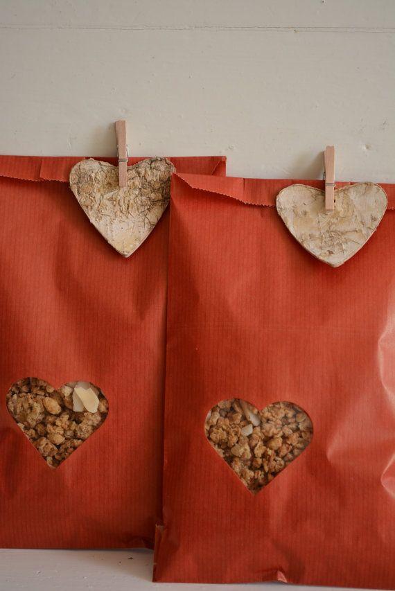 Rode Kraft papieren zakjes met klein hart venster set door SierGoed, €8.95
