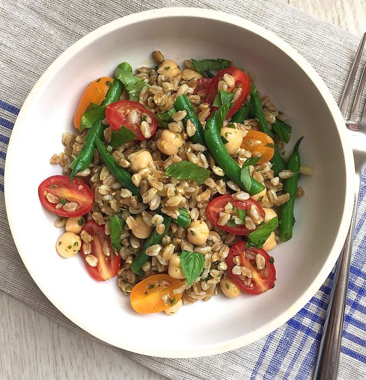 Farro Salad with Tomatoes, Green Beans, and Chickpeas with Basil Vinaigrette - ELLEDecor.com