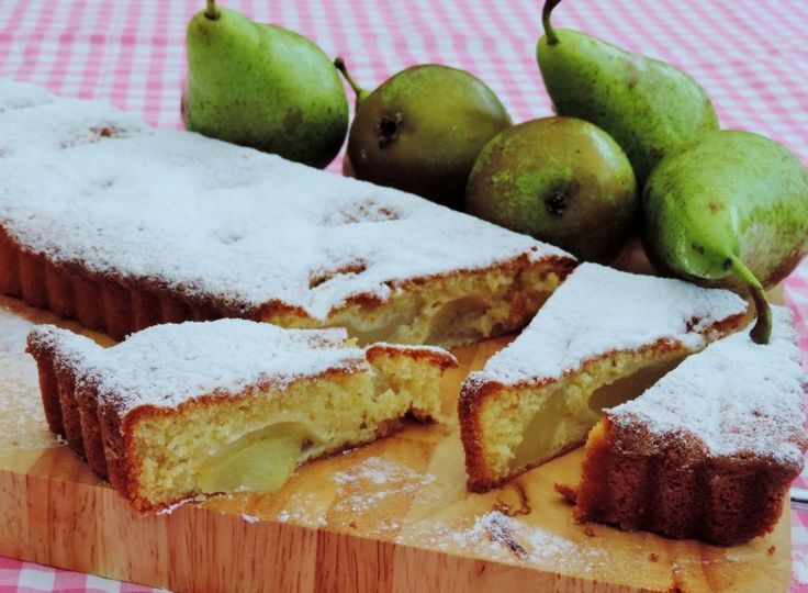 Een heerlijk frisse cake met fruit. De peren-amandelcake krijgt nog meer karakter door toevoeging van kardemom dat een beetje naar sinaasappel smaakt.