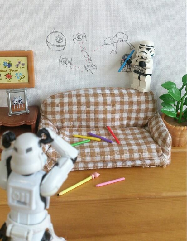 Hilarious #StarWars #LEGO scene ♥ see more #funny pics www.freecomputerdesktopwallpaper.com/humorwallpaper.shtml