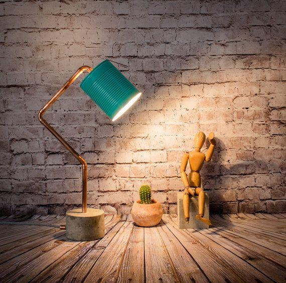 Lampe Tisch industriellen Zement Kupfer Türkis-Modell RCCL02 Lampe  Industrielle Leuchte ist sehr hübsch im Eingangsbereich Ihres Hauses oder in der Ecke, dass Sie Sie wollen und nicht, wie das Licht wissen um zu beleuchten. Es ist auch ideal als eine Lampe für das Schlafzimmer neben dem Bett.  Dies ist eine Lampe mit Zement und Rohr aus Kupfer, ein Industrie-Design von hand gefertigt.  Der Bildschirm ist ausgehend von einem Boot der Tomate recycelt gemacht und gemalt mit Acryl Farbe, diese…