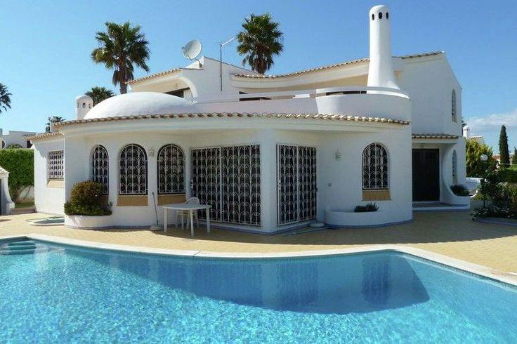 Fantastisch vakantiehuis met ruimte tot zes personen. Het is gelegen in het zuiden van Portugal, de welbekende Algarve.