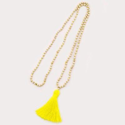 Collier pompoms fluo jaune.