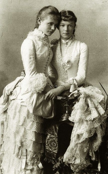 Archduchess Marie Valerie of Austria and cousin, Amalie in Bayern, elñdest daughter of Karl Theodor in Bayern and his first spouse, Princess Sophie of Saxony. 1880s.