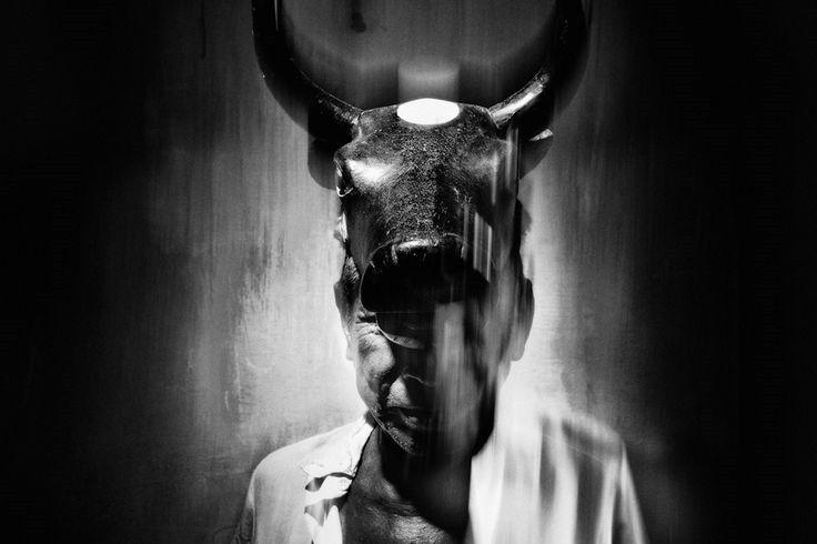 [NicolasJanowski%2520%255B2%255D.jpg]   Nicolas Janowskies un antropólogo, fotógrafo y editor argentino (nacido en 1980, vive en Buenos Aires).
