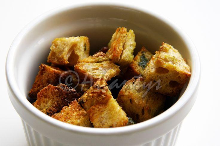 Terapia do Tacho: Croutons caseiros com alho e salsa (Homemade parsley and garlic croutons)