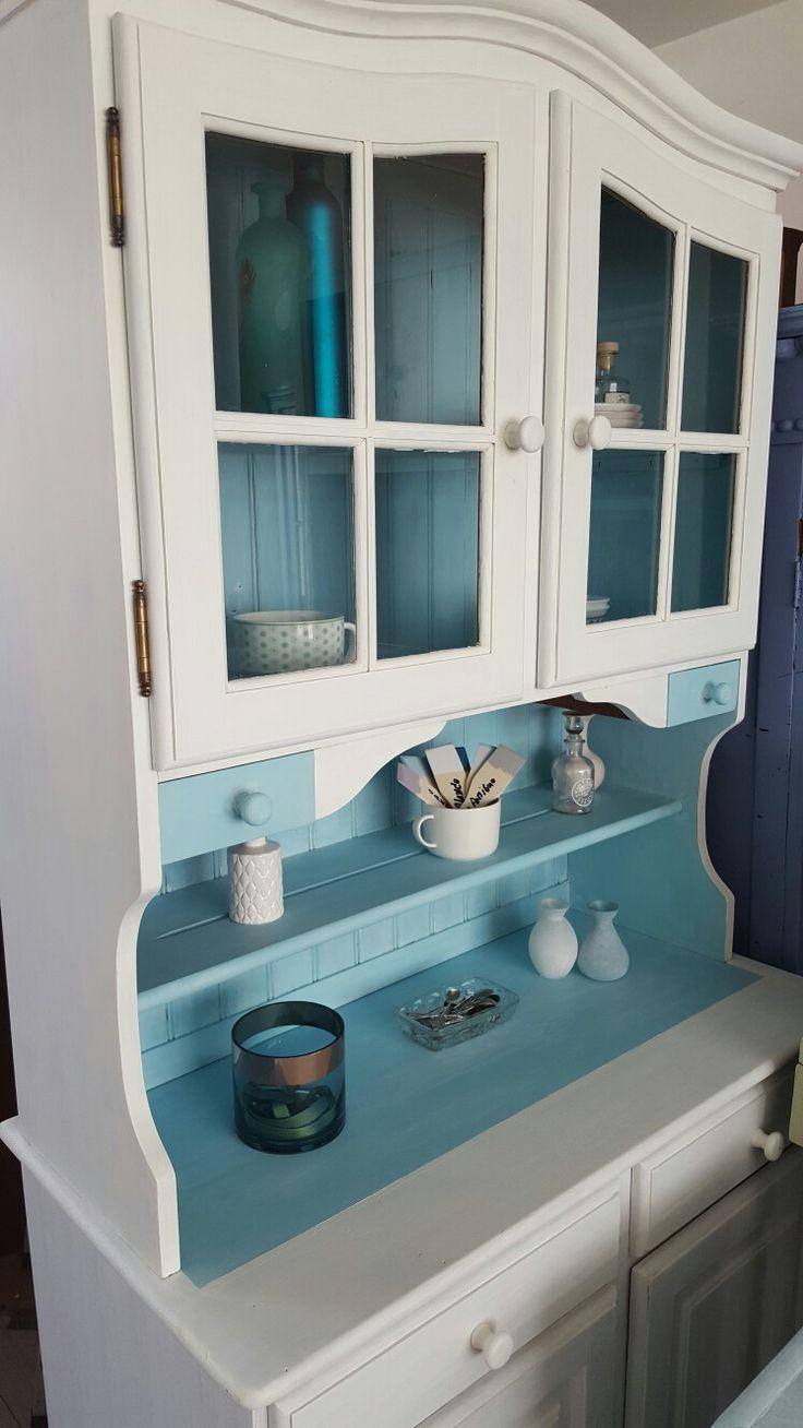 Bufferkast gerestyled met witte en blauwe  krijt verf en witte wax van Anne's shabbey door www.boodstyling.com