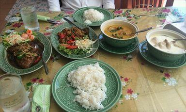 タウンにあるタイ料理屋さんの『NC Bakery&Food』  場所はソンテウ降り場からオールドタウンへ進み、パンガーロードを歩く事約20分。 ロイヤルプーケットシティホテルの斜め向かいにございます。 1階がパン屋さんで、その奥の階段を2階へ  『パーパッキン』のご注文は忘れずに!  住所:183/6 Opposite to Royal Phuket City Hotel Phang Nga Road Talad Yai Subdistrict Mueang Phuket District, Phuket Town 電話:076224668