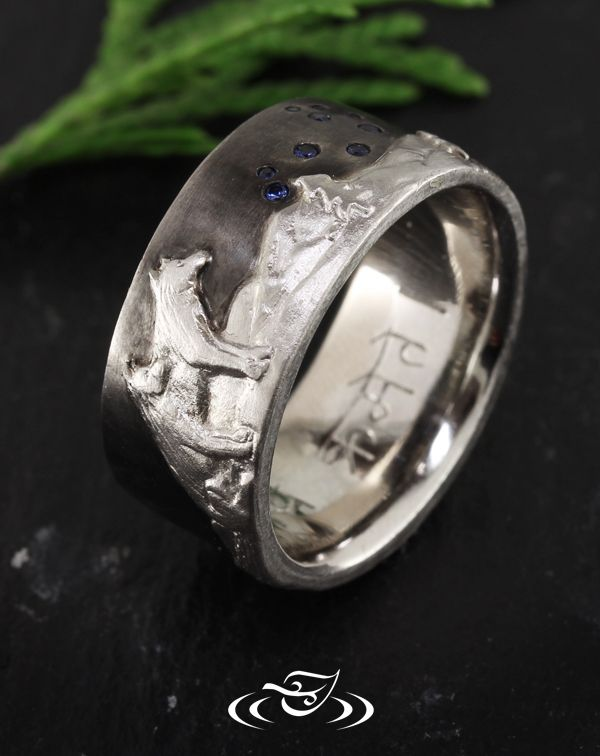 Custom 18kt Palladium White Gold Carved Wolf And Mounting Range Shadow Band To Fit With Engagement Ring See More At Green Lake Clics In 2018