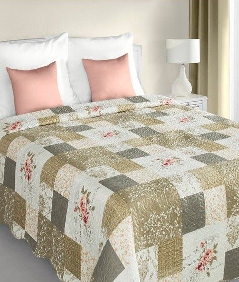 bielo-bezovy-prehoz-na-postel-patchwork-s-ruzickovym-vzorom
