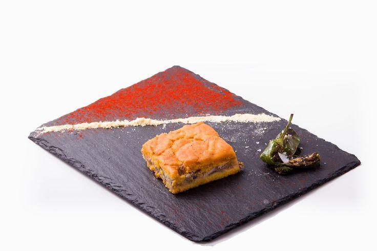 Empanada de maíz y xoubas Local: Restaurante Arcade, Hotel Plaza **** Concurso de Tapas Picadillo 2015. A Coruña