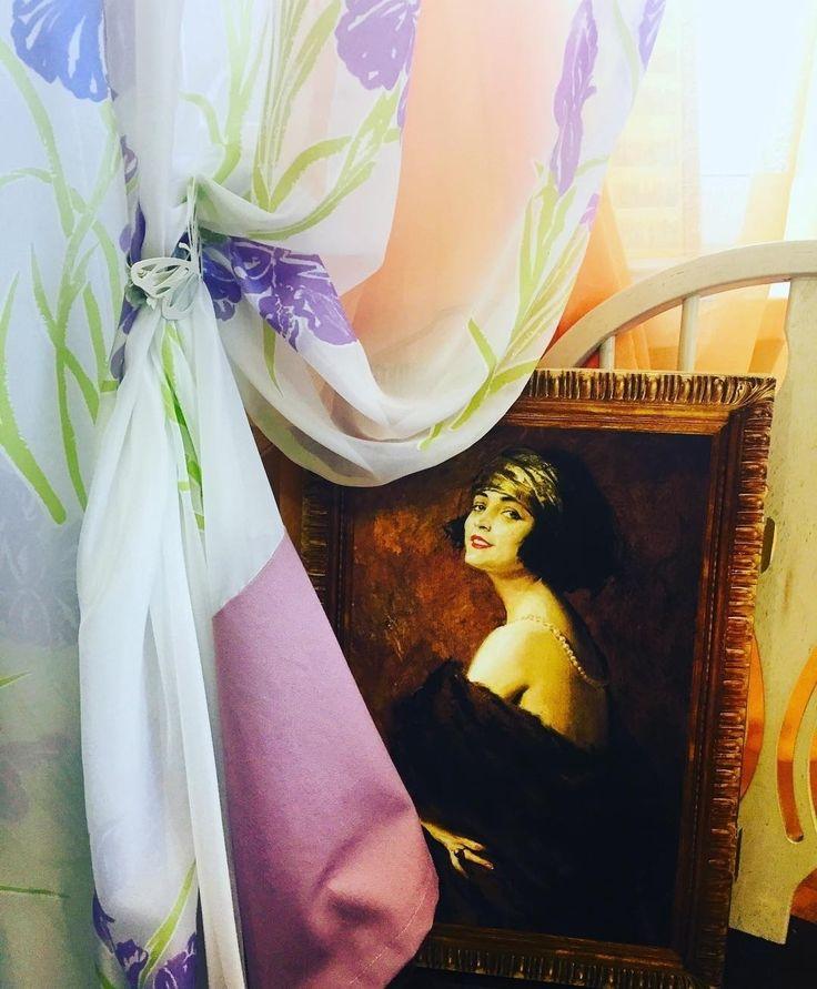 Когда за окном метель, нежные ирисы на шторах помогут создать весеннее настроение! Дизайн @dekorm_studio #Тюль ISOLA, коллекция TREMEZZO, #Galleria_Arben #decoration #tulle #floraldecor #шторы #портьеры #диекорокна #дизайнинтерьера #fabric