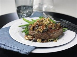 Steaks with mushrooms, blue cheese and frizzled shallots