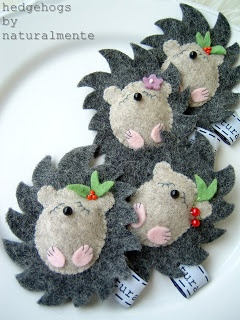 little felt hedgehogs felt/wool - badges