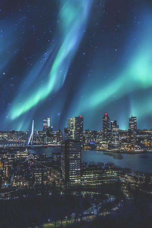 ikwt:  Aurora Borealis over skyline Rotterdam(Monster Graphics) |ikwt