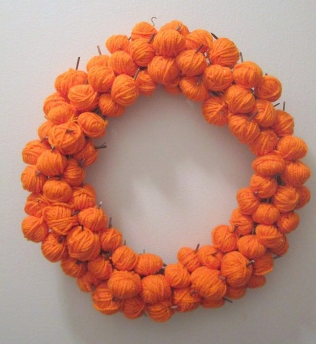 25 Modern Halloween Wreaths to DIY Now