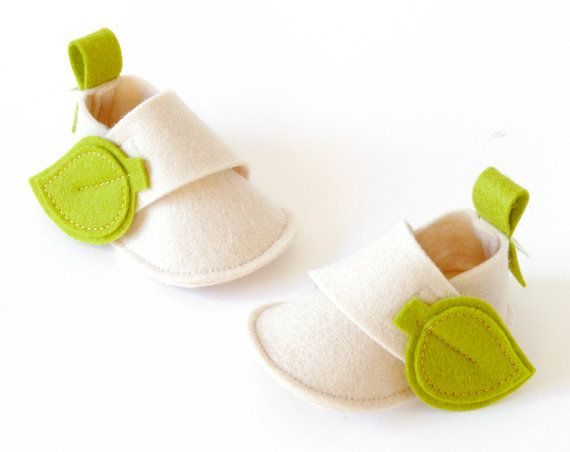 Ok, so while I wouldn't really put leaves on them, I like the style of these wool felt slippers and would like to find a pattern for slippers like these.