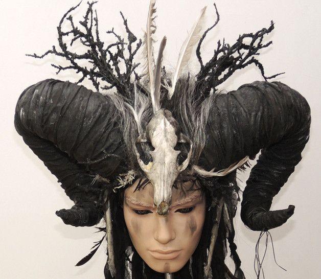 + +++ THORN +++ +   Farb-Design: schwarz, weiß, beinfarben Grösse: All -Size (über Gummibänder variabel)  Massige Widderhörner, schwarze Dornen-Zweige, geflochtene Haare (Kunsthaar),...