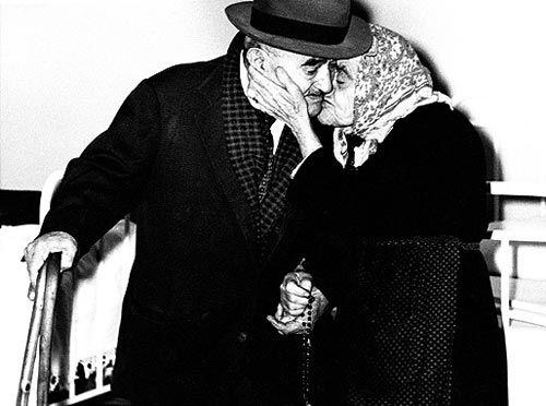 sealmaiden:    Mario Giacomelli  via FANTOMATIK: The Kiss
