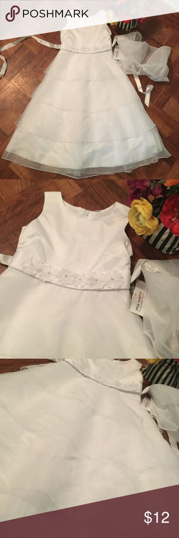 White Gown -NWT and in good condition  - very adorable Dresses