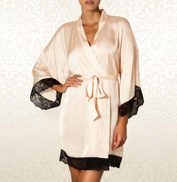 Kimono - Amaryllis | 199,90PLN #kimono #szlafrok #podomka #bielizna #satyna #seksowna #romantyczna #kremowa #czarna #lingerie #satin # romantic #black #creamy #angel #intimate #britney_spears