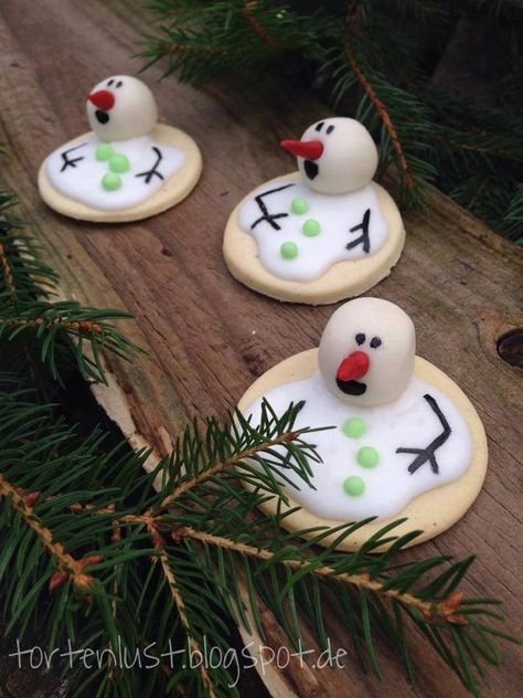 ✝☮✿★ Christmas COOKIES ✝☯★☮ http://www.goodshomedesign.com/melting-snowman-marshmallow/