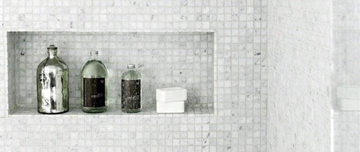 Oppbevaring over badekar eller i dusj