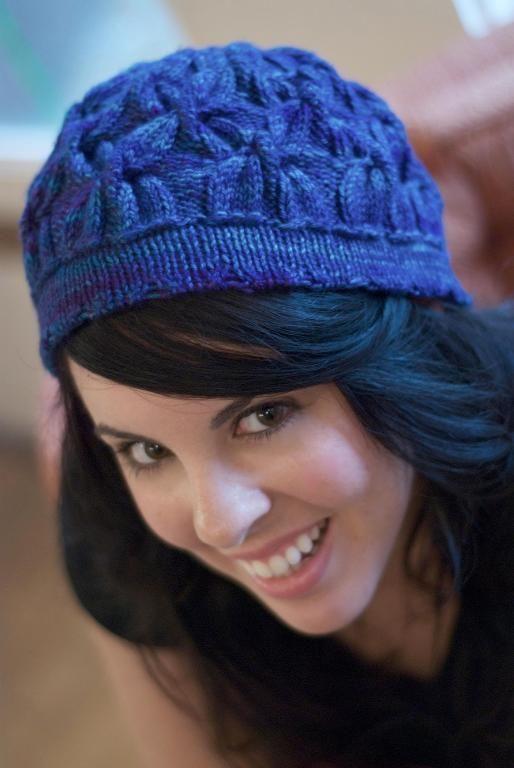 Бесплатный шаблон для вязания Hat пересечения кабелей и более шапочка вязание
