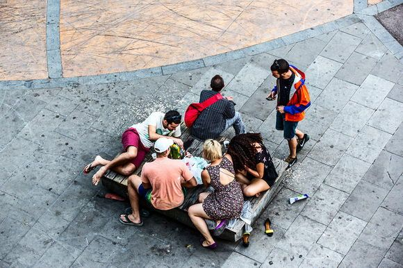 """The """"Life of a Bench"""" in Barcelona contains scenes of everyday life, offering love, loneliness, fights, or games depending on the persons who come across it. Great photo project by Gábor Erdélyi. More shots on Camyx! #Barcelona #life #photography"""