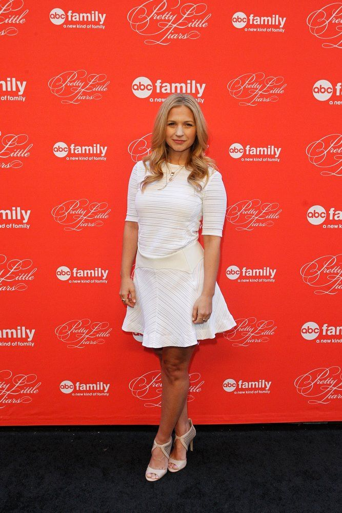 Vanessa Ray's dress is AMAZING.