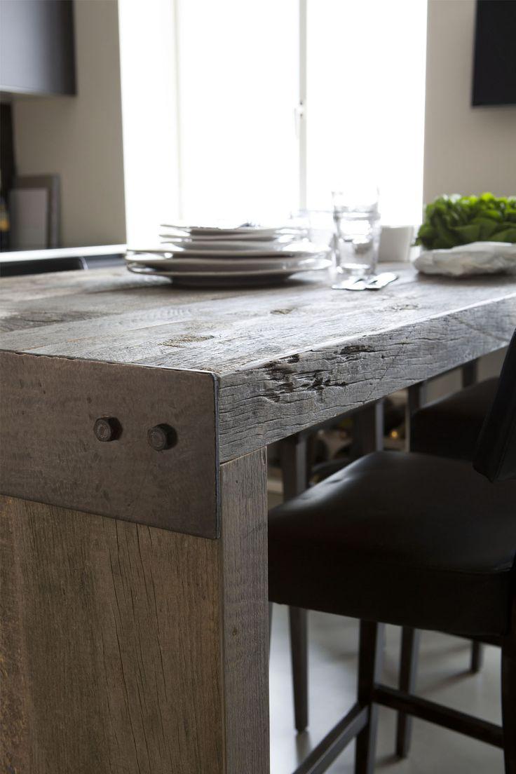raw wood table//