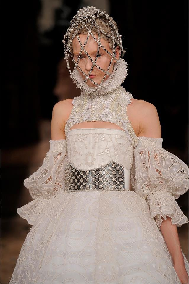 Sheer shakespear neckruffle | Sarah Burton Channels Elizabethan Fashion for Alexander McQueen Fall ...