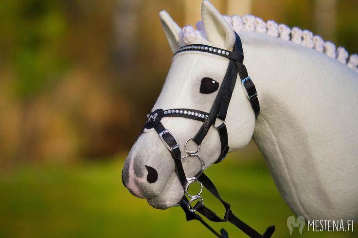 """604 Likes, 8 Comments - @mestenaofficial on Instagram: """"Ponilinjasta poiketen vähän hevostakin välillä. Millään en malttaisi odottaa kangastilauksen…"""""""