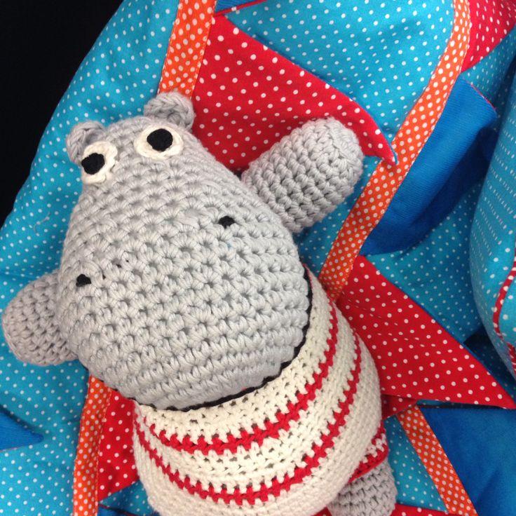 Hippo wartet auf Euch in der Halle 3.1 auf der h+h cologne - Anleitung für unser Häkelnilpferd unter www.initiative-Handarbeit.de