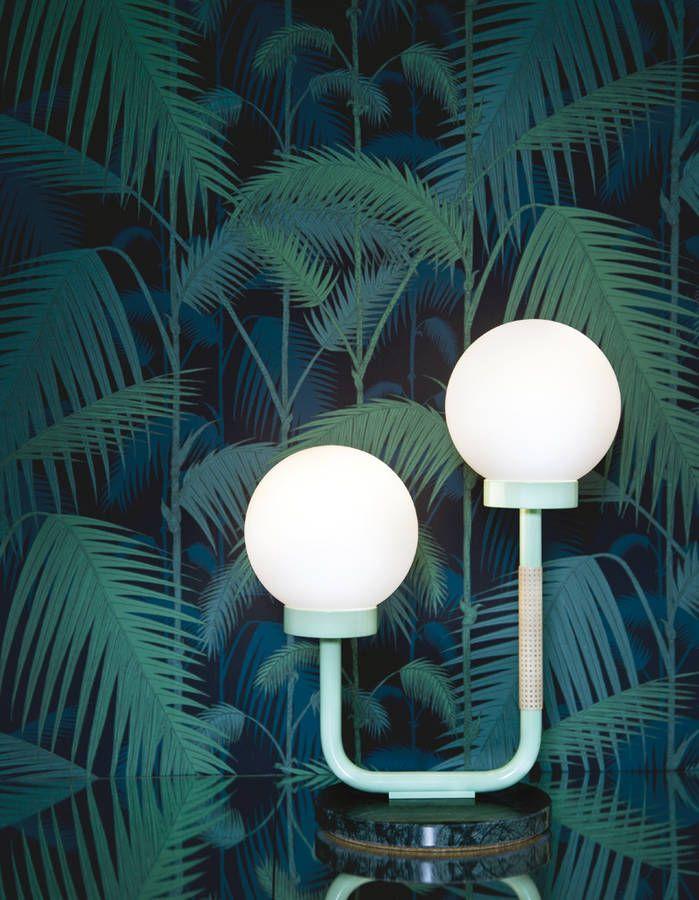 Assemblez le marbre vert avec des imprimés tropicaux