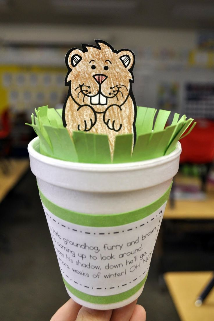 Free printable craft template and song for Groundhog Day