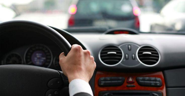 Din cauza pericolelor care apar in timpul condusului, exista cateva practici orientative care te pot ajuta sa fii in siguranta in masina. Regulile standard, cum ar fi oprirea la semafor sau la indicatoarele rutiere, sunt doar o parte ce asigura siguranta cand conduci.