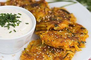 Kartoffel Karotten Puffer mit Cashew Dip