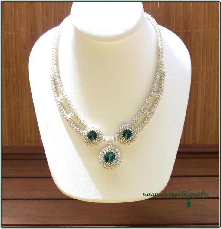 Det här halsbandet var också present.   Swarovski Emerald rivoli med CRAW.