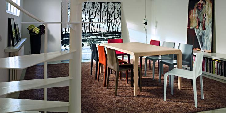 Ilvolo table & laleggera chairs by Riccardo Blumer