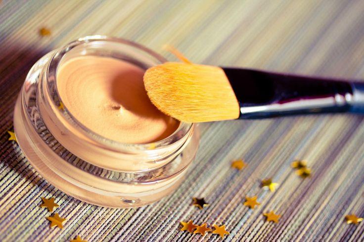 La piel madura requiere bases de maquillaje que te permitan lucirla en todo su esplendor. Nuestras recomendaciones, por Soe Kabbabe.