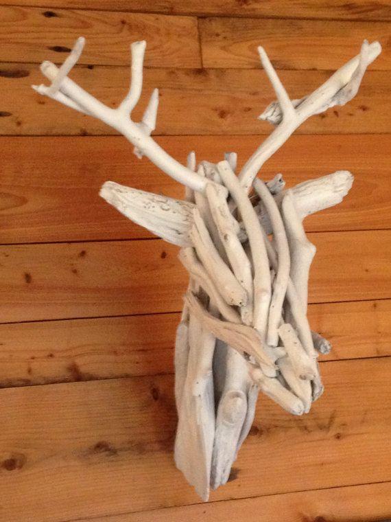 Testa di un cervo bianco in Driftwood di Atypiq su Etsy