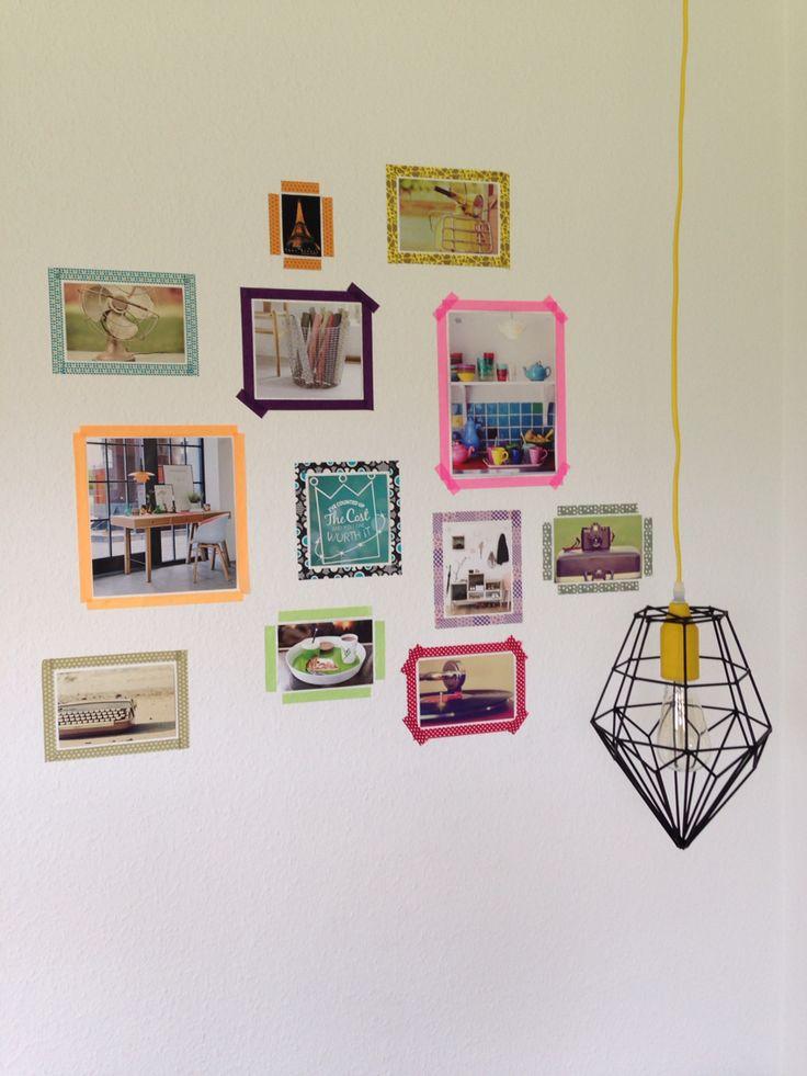 Billedvæg og lampe i sofahjørnet:-)